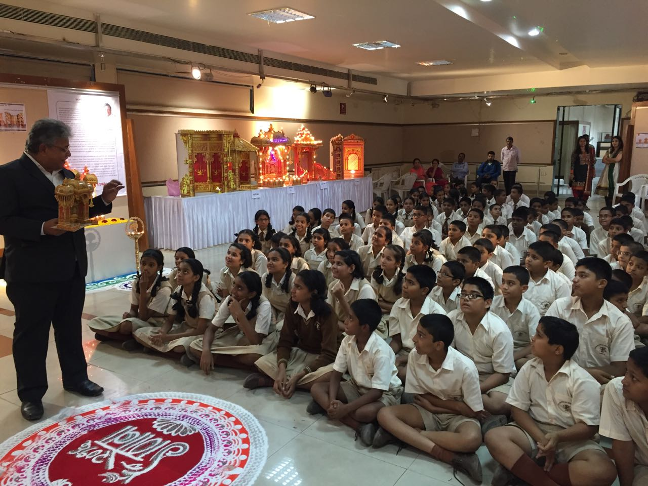 NANASAHEB-ADDRESSING-TO-SCHOOL-KIDS-PUNE